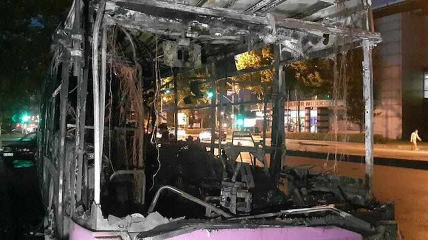 Esenyurt'ta belediye otobüsü kundaklandı araç kullanılmaz hale geldi:1 gözaltı